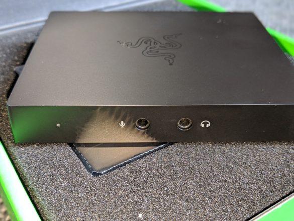An der Front der Razer Ripsaw HD finden wir 2 3,5-mm-Klinkeneingänge